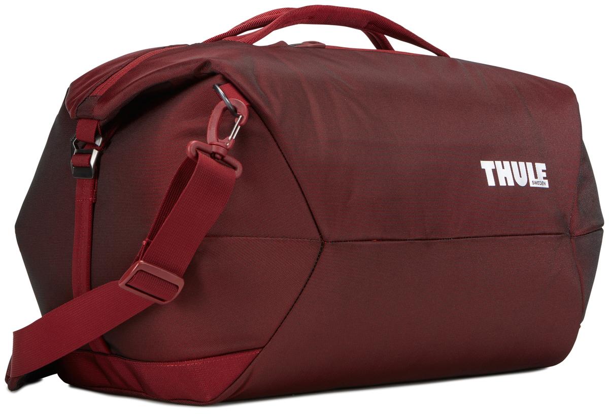 Сумка дорожная Thule Subterra Weekender Duffel, цвет: темно-бордовый, 45 л3203518Стильная и вместительная багажная сумка с широким входом позволяет с легкостью упаковать и организовать принадлежности. Особенности: Увеличенная молния и широкое главное отделение позволяют легко упаковывать и находить вещи. Сумке можно придать более стильный вид, прикрепив клапаны, или носить как обычно, оставив их вытянутыми.Во внутреннем сетчатом кармане надежно и удобно хранить ключи и небольшие ценные вещи. Во внешнем кармане с отделкой из материала Nylex безопасно и удобно хранить телефон или другие аксессуары. Удобные верхние ручки: просто берите сумку и идите. Удобный съемный наплечный ремень с мягкой подкладкой или ручки. Соответствует требованиям к ручной клади в большинстве авиакомпаний.