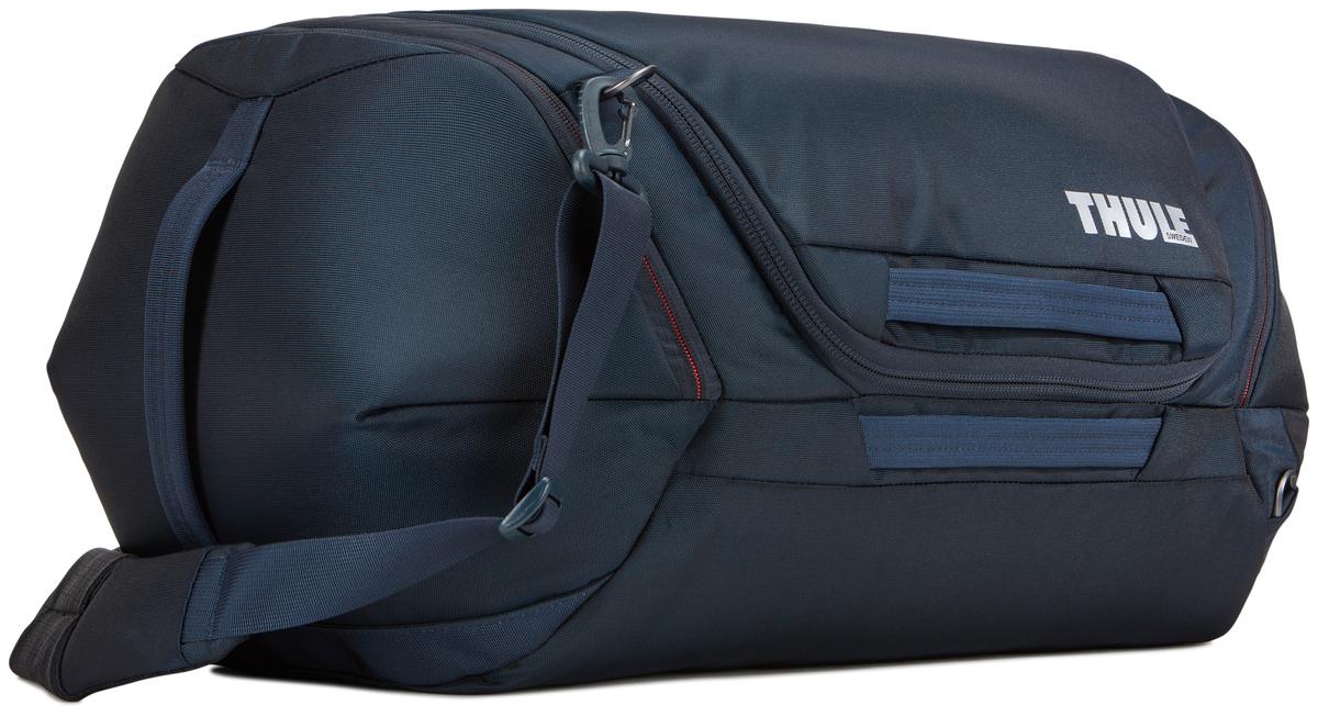 Сумка дорожная Thule Subterra Weekender Duffel, цвет: темно-синий, 60 л3203520Вместительная багажная сумка, которая пригодится как в коротких поездках, так и в длительном путешествии. Особенности:Широкое главное отделение позволяет легко упаковывать и находить вещи.Упаковывайте обувь, ботинки и другие крупные предметы отдельно во вместительные боковые карманы, которые расширяются и сжимаются.Несколько точек крепления наплечного ремня позволяют носить сумку так, как вам удобно.Внутренние стягивающие ремни надежно удерживают вещи во время путешествий.Внутренний сетчатый карман для ключей и небольших аксессуаров.Быстрый доступ к дополнительному карману через главное отделение или с внешней стороны сумки.Удобный съемный наплечный ремень с мягкой подкладкой или ручки.Чтобы открыть главное отделение, просто потяните боковые ручки.Карман для идентификационной карточки, чтобы облегчить поиск багажа.