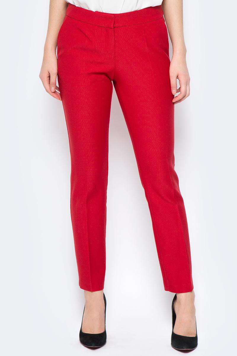Брюки женские adL, цвет: красный. 15330581003_006. Размер XS (40/42)15330581003_006Стильные женские брюки adL изготовлены из качественного материала. Модель зауженного кроя со стандартной посадкой выполнена в лаконичном стиле. Застегиваются брюки на комбинированную застежку. Сзади изделие оформлено прорезным карманом-обманкой. Брюки дополнены двумя боковыми карманами.