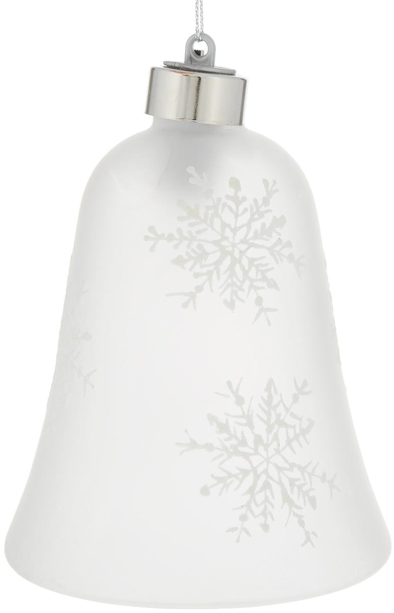 Стеклянный колокольчик с RGB-светодиодом B&H, цвет: белыйBH0615_белыйСветодиодный колокольчик - отличное решение для праздничного декорирования вашего интерьера. Рекомендуется в качестве светящегося новогоднего украшения. Колокольчик украшен новогодним рисунком в виде снежинок и оснащен петлей для подвешивания. Высота изделия 13 см. Батарейки входят в комплект.