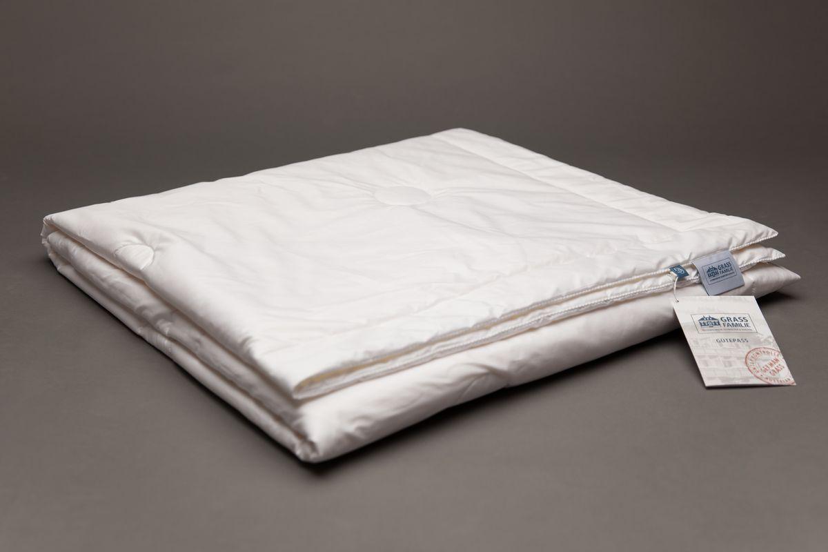 Одеяло Grass Familie Exclusive Silk Familie Bio, всесезонное, наполнитель: шелк, цвет: белый, 200 х 220 смFB-8540Всесезонное одеяло Grass Familie Exclusive Silk Familie Bio создаст комфорт и уют во время сна.Наполнитель из 100% шелка высшего сорта Mulberry делает одеяло невероятно легким и дышащим. Благородный сатин supersoft из 60% TENCEL и 40% хлопка обладает отличным охлаждающим эффектом и прекрасно регулирует влажность. Сухой и комфортный климат для сна. Стирка при температуре до 40С°. Не вызывает аллергии.