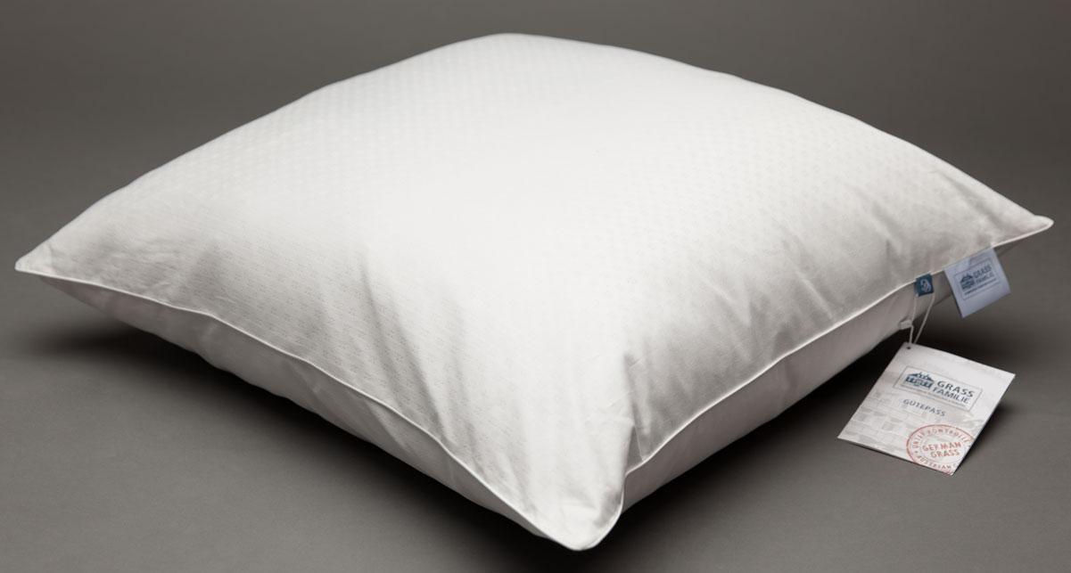 """Оптимальное соотношение наполнителя из пуха и пера придают подушкам дополнительный объём и упругость. Пуходержащий двойной чехол из плотного жаккардового сатина """"метель"""" в гармоничном сочетании с витым шелковым кантом является надежной защитой для наполнителя и делает подушку комфортной для использования."""