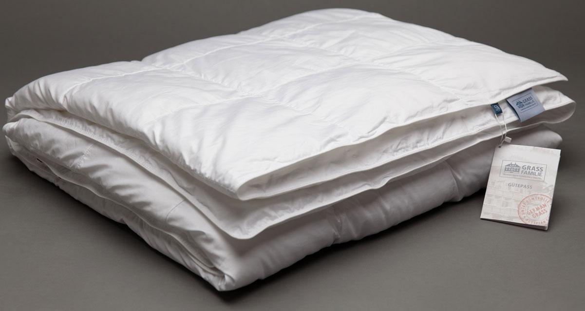 Одеяло Grass Familie Premium Familie Non-Allergenic, всесезонное, наполнитель: высокосиликонизированное микроволокно, цвет: белый, 155 х 200 смFS-9230Всесезонное одеяло Premium Familie Non-Allergenic создаст комфорт и уют во время сна.Абсолютно гипоаллергенная постель. Эксклюзивная технология изготовления одеял: легкие волокна свободно заполняют box-кассеты, в которых волокно свободно перемещается в небольшом пространстве, наполняя воздухом вашу постель. Гипоаллергенный наполнитель не накапливает пыль благодаря очень плотной ткани чехлов ( поры ткани около 10 мкр, которые не пропускают внутрь пылевого клеща).Стирка при 60С°.