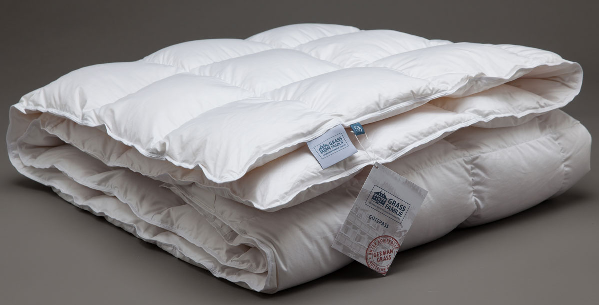 Одеяло теплое Grass Familie White Familie Down, наполнитель: гусиный пух, цвет: белый, 220 х 240 смFD-1282Отборный, очищенный, прошедший гипоаллергенную обработку гусиный пух. Специальные пуходержащие ткани имеют дополнительную обработку supersoft для дополнительных свойств контролируемо и равномерно поглощать влагу и быстро отдавать ее. Стирка при температуре до 30С°. Не вызывает аллергии.