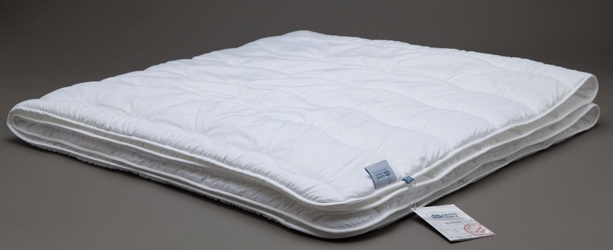 Одеяло Grass Familie Familie StopAllergy, всесезонное, наполнитель: высокосиликонизированное микроволокно, цвет: белый, 140 х 205 смFS-8250Всесезонное одеяло Grass Familie Familie StopAllergy создаст комфорт и уют во время сна.Специально разработанное высокосиликонизированное микроволокно эффективно защищает вашу постель от пылевых клещей, бактерий и грибков. Подобные волокна обладают высокой износостойкостью, обеспечивая сохранение структуры и эластичность волокна даже после многократных стирок. Ткань с peach-touch эффектом - бархатистая и нежная на ощупь, в случае необходимости, позволит использовать постельные принадлежности даже без постельного белья.Коллекция выдерживает стирку до 60С и сушку в барабане на высоких оборотах.Не вызывает аллергии.