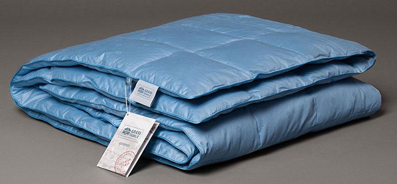 Одеяло теплое Grass Familie Blue Familie Down, теплое, наполнитель: гусиный пух, цвет: синий, 172 х 205 смFD-2360Чехлы подушек и одеял изготовлены из 100% хлопка ярко-синего цвета с голубым кантом. В качестве наполнителя выступают тщательно отобранные и обработанные пух и перья белый пух гусей Тулузской породы. В результате, полученное изделие обладает такими уникальными свойствами, как долговечность, практичность и универсальность.
