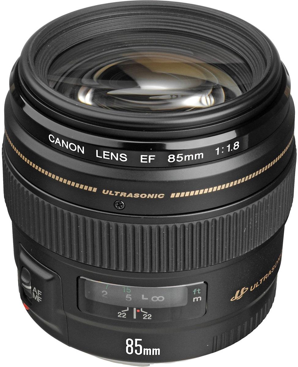 Canon EF 85mm f/1.8 USM объектив2519A012Короткое фокусное расстояние в сочетании с высокой светосилой и скоростной автофокусировкой делают Canon EF 85mm f/1.8 USM идеальным объективом для любителей портретов.EF 85 мм f/1.8 USM позволяет получить резкие, четкие снимки при любом значении диафрагмы. Практически круглое отверстие диафрагмы делает более ровным размытие тех частей изображения, которые находятся не в фокусе, а также позволяет выделить на размытом фоне находящиеся в фокусе объекты. Объектив имеет фиксированный передний элемент фокусировки, что позволяет использовать специальные фильтры (поляризационный и градиентный).Высокая светосила f/1.8 позволяет фотографам снимать с рук в сложных условиях и при слабом освещении, а также ограничивать глубину резкости для получения творческого эффекта.Короткое фокусное расстояние объектива слегка сжимает перспективу, уменьшая угловатость черт лица и ретушируя изображение.Ультразвуковой привод кольцевого типа позволяет добиться быстрой и практически беззвучной автофокусировки. Благодаря отличным характеристикам объектива достигается точная фокусировка. Доступная в любой момент ручная коррекция фокусировки возможна без отключения автофокусировки.Покрытие Super Spectra помогает обеспечить точный цветовой баланс и высокую контрастность. Также покрытие позволяет устранить блики и двоение изображений, возникающие в результате отражения света от датчика камеры.Объектив передает сведения о расстоянии экспозамеру E-TTL II совместимой камеры EOS, что обеспечивает оптимальный замер экспозиции.