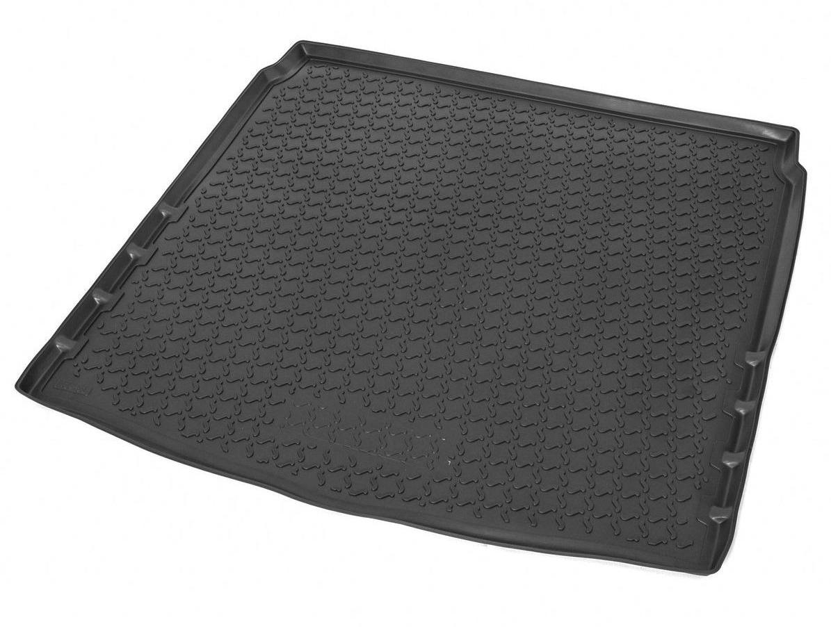 Коврик багажника Rival для Mazda 3 (SD) 2013-, полиуретан13801005Коврик багажника Rival позволяет надежно защитить и сохранить от грязи багажный отсек вашего автомобиля на протяжении всего срока эксплуатации, полностью повторяют геометрию багажника.- Высокий борт специальной конструкции препятствует попаданию разлившейся жидкости и грязи на внутреннюю отделку.- Произведены из первичных материалов, в результате чего отсутствует неприятный запах в салоне автомобиля.- Рисунок обеспечивает противоскользящую поверхность, благодаря которой перевозимые предметы не перекатываются в багажном отделении, а остаются на своих местах.- Высокая эластичность, можно беспрепятственно эксплуатировать при температуре от -45 ?C до +45 ?C.- Изготовлены из высококачественного и экологичного материала, не подверженного воздействию кислот, щелочей и нефтепродуктов. Уважаемые клиенты!Обращаем ваше внимание,что коврик имеет формусоответствующую модели данного автомобиля. Фото служит для визуального восприятия товара.