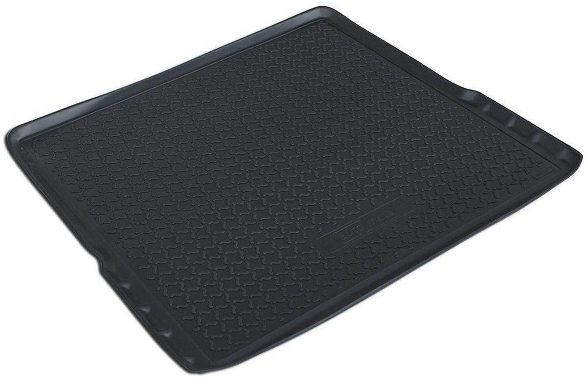 Коврик багажника Rival для Opel Antara 2011-, полиуретан14201002Коврик багажника Rival позволяет надежно защитить и сохранить от грязи багажный отсек вашего автомобиля на протяжении всего срока эксплуатации, полностью повторяют геометрию багажника.- Высокий борт специальной конструкции препятствует попаданию разлитой жидкости и грязи на внутреннюю отделку.- Произведен из первичных материалов, в результате чего отсутствует неприятный запах в салоне автомобиля.- Рисунок обеспечивает противоскользящую поверхность, благодаря которой перевозимые предметы не перекатываются в багажном отделении, а остаются на своих местах.- Высокая эластичность, можно беспрепятственно эксплуатировать при температуре от -45°C до +45°C.- Коврик изготовлен из высококачественного и экологичного материала, не подверженного воздействию кислот, щелочей и нефтепродуктов. Уважаемые клиенты! Обращаем ваше внимание, что коврик имеет форму, соответствующую модели данного автомобиля. Фото служит для визуального восприятия товара.