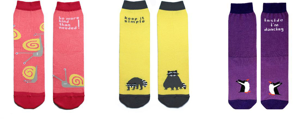 Носки Big Bang Socks, махровые, цвет: коралловый, желтый, фиолетовый, 3 пары. box3a133. Размер 35/39box3a133Яркие махровые носки Big Bang Socks изготовлены из высококачественного хлопка с добавлением полиамидных и эластановых волокон, которые обеспечивают великолепную посадку. Носки отличаются ярким стильным дизайном. Они оформлены забавным изображением и надписью на английском языке. Принты не симметричны на правом и левом носке.Удобная резинка идеально облегает ногу и не пережимает сосуды, усиленныепятка и мысок повышают износоустойчивость носка, а удлиненный паголенокпридает более эстетичный вид. Дизайнерские носки Big Bang Socks - яркая деталь в вашем образе и оригинальныйподарок для друзей и близких.В комплекте три пары носков.