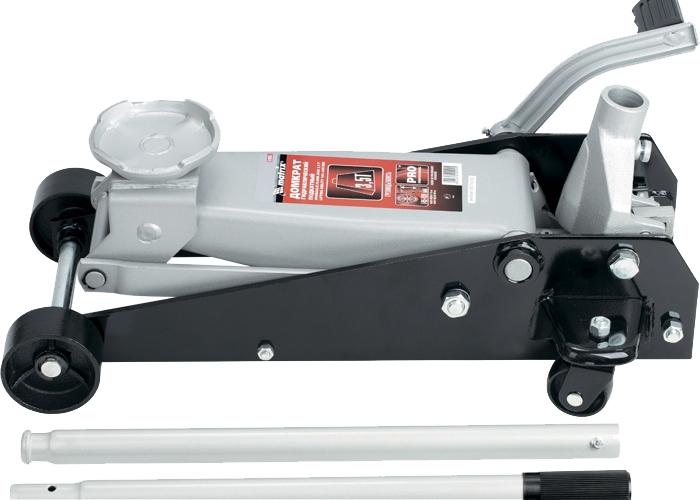 Домкрат Matrix Master, гидравлический подкатной, 3,5 т, высота подъема 14,5-49 см51045Гидравлический подкатный домкрат MATRIX MASTER с клапаном безопасности предназначен для подъема груза массой до 3,5 тонн. Домкрат является незаменимым инструментом в автосервисе, часто используется при проведении ремонтно-строительных работ. Минимальная высота подхвата домкрата MATRIX MASTER составляет 14,5 см. Максимальная высота, на которую домкрат может поднять груз, составляет 49 см. Этой высоты достаточно для установки жесткой опоры под поднятый груз и проведения ремонтных работ. Клапан безопасности предотвращает подъем груза, масса которого превышает массу заявленную производителем. Педаль помогает быстро установить подъемник домкрата на требуемую высоту.ВНИМАНИЕ!Домкрат не предназначен для длительного поддерживания груза на весу либо для его перемещения.Перед подъемом убедитесь, что груз распределен равномерно по центру опорной поверхности домкрата.Масса поднимаемого груза не должна превышать массу, указанную производителем.Домкрат во время работы должен быть установлен на горизонтальной ровной и твердой поверхности.После поднятия груза необходимо использовать специальные стойки-подставки для его поддерживания.Запрещается производить любого вида работы под поднятым грузом при отсутствии поддерживающих его подставок.Перед началом работы ознакомьтесь с инструкцией по эксплуатации изделия.