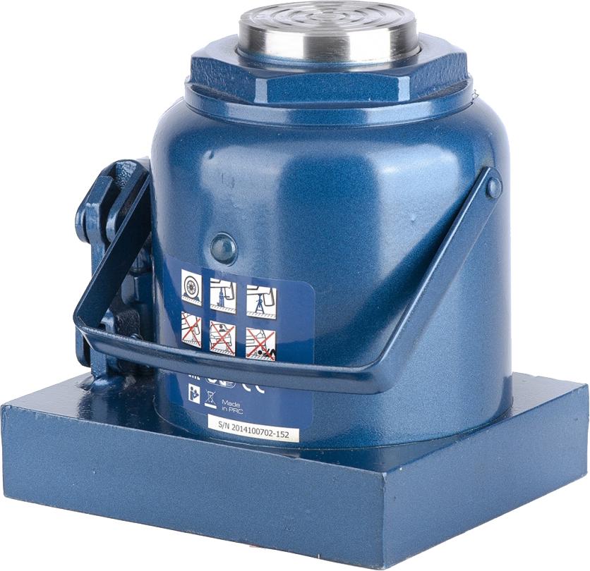 Домкрат Stels Stels, гидравлический бутылочный, 50 т, высота подъема 23,6-35,6 см51113Гидравлический домкрат STELS с клапаном безопасности предназначен для подъема груза массой до 50 тонн. Домкрат является незаменимым инструментом в автосервисе, часто используется при проведении ремонтно-строительных работ. Минимальная высота подхвата домкрата STELS составляет 23,6 см. Максимальная высота, на которую домкрат может поднять груз, составляет 35,6 см. Этой высоты достаточно для установки жесткой опоры под поднятый груз и проведения ремонтных работ. Клапан безопасности предотвращает подъем груза, масса которого превышает массу заявленную производителем. Также домкрат оснащен магнитным собирателем, исключающим наличие стружки в масле цилиндра, что значительно сокращает риск поломки домкрата. Основание сделано из стали. ВНИМАНИЕ!Домкрат не предназначен для длительного поддерживания груза на весу либо для его перемещения.Перед подъемом убедитесь, что груз распределен равномерно по центру опорной поверхности домкрата.Масса поднимаемого груза не должна превышать массу, указанную производителем.Домкрат во время работы должен быть установлен на горизонтальной ровной и твердой поверхности.После поднятия груза необходимо использовать специальные стойки-подставки для его поддерживания.Запрещается производить любого вида работы под поднятым грузом при отсутствии поддерживающих его подставок.Перед началом работы ознакомьтесь с инструкцией по эксплуатации изделия.
