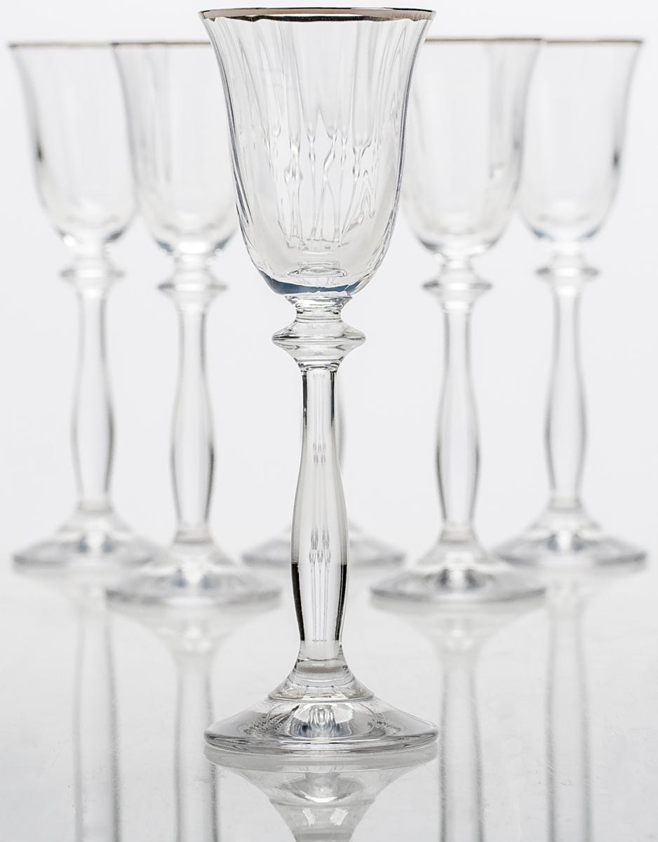 """Набор Bohemia Crystall """"Анжела"""" состоит из 6 рюмок, выполненных из высококачественного богемского стекла. Популярная форма бокалов с эффектом """"оптика"""" и платиновой полосой придется по вкусу ценителям  изысканной сервировки стола. Богемское стекло - это дутое стекло, которое изготовляется в Чехии с незапамятных времен. Свое название это  стекло унаследовало от названия местности Богемия, в котором много лет назад проживали кельтские племена.  В Средние века монах Теофил придумал новую методику изготовления богемского стекла при помощи  добавления в состав буковой золы и кремниевого песка. В XV - XVI веках появляется цветное богемское стекло.  Стеклодувы получали различные оттенки материала путем добавления в состав различных минералов: фосфор,  золото, марганец, оксид железа, титан и д.р. Сегодня эта чешская продукция славится за соединение  многовековых традиций и новейших веяний в области дизайна. Богемское стекло и хрусталь всегда в моде."""