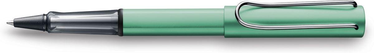 Lamy Al-star Ручка-роллер 332 M63 черная цвет корпуса сине-зеленый4026064Алюминиевая версия культовой модели LAMY safari под названием LAMY Al-star. Корпус и колпачок из анодированного алюминия. Эргономичный хват, позволяющий пальцам принять правильное положение при письме, изготовлен из прозрачного пластика.Металлический клип на колпачке напоминает по форме канцелярскую скрепку.Чернильный роллер пишет мягко и почти без нажима - подобно перьевой ручке, но прост в обращении, как шариковая, т.к. при письме чернила подаются на бумагу с помощью шарика на конце стержня. Используется со стержнями LAMY М63. Дизайн: Вольфганг Фабиан История бренда LAMY насчитывает более 80-ти лет, а его философия заключается в слогане Дизайн. Сделано в Германии. Компания получила более 100 самых престижных дизайнерских наград. Все пишущие инструменты LAMY производятся на фабрике в Гейдельберге (Германия).