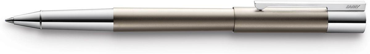 Lamy Scala Ручка-роллер 378 M63 черная цвет корпуса титановый4026711LAMY scala титан (378)Модель LAMY scala разработана в коллаборации с титулованным дизайнерским бюро Sieger Design и представляет собой совершенно новую интерпретацию классической перьевой ручки.Корпус цилиндрической формы изготовлен из высококлассной нержавеющей стали. Благодаря этому материалу, ручка имеет оптимальный и комфортный для письма вес. Необычные пропорции и контрастирующие поверхности делают этот дизайн очень эмоциональным. Солидный прямоугольный клип на колпачке является технической изюминкой – он хромирован и подпружинен, и словно вырастает из такой же хромированной части ручки. Покрытие корпуса – титан. Чернильный роллер пишет мягко и почти без нажима - подобно перьевой ручке, но прост в обращении, как шариковая, т.к. при письме чернила подаются на бумагу с помощью шарика на конце стержня. Используется со стержнями LAMY М63.Комплектация: подарочный футляр, гарантийная карточка, буклет. Дизайн: Sieger DesignИстория бренда LAMY насчитывает более 80-ти лет, а его философия заключается в слогане Дизайн. Сделано в Германии. Компания получила более 100 самых престижных дизайнерских наград. Все пишущие инструменты LAMY производятся на фабрике в Гейдельберге (Германия).