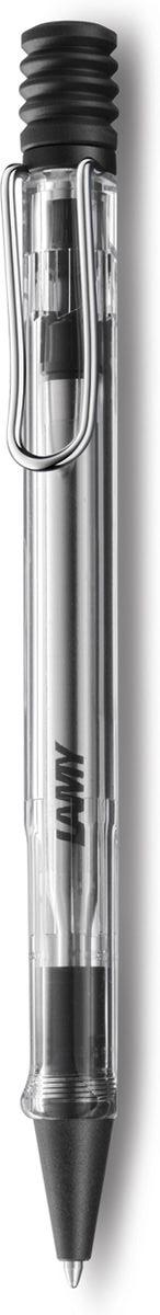 Lamy Ручка шариковая Vista цвет корпуса прозрачный синяя4030241Ручка для тех, кто хочет видеть, как все устроено внутри.Версия-демонстратор культовой модели Lamy safari под названием Lamy vista. Корпус этой шариковой ручки выполнен из прозрачного пластика. Эргономичный хват позволяет пальцам принять правильное положение при письме. Металлический клип на корпусе напоминает по форме канцелярскую скрепку. Пишущий узел активируется с помощью характерной кнопки-гармошки. Используется со стержнем большого объема Lamy М16. Поставляется в подарочной коробке. Дизайн: Вольфганг Фабиан История бренда Lamy насчитывает более 80-ти лет, а его философия заключается в слогане Дизайн. Сделано в Германии. Компания получила более 100 самых престижных дизайнерских наград. Все пишущие инструменты Lamy производятся на фабрике в Гейдельберге (Германия).