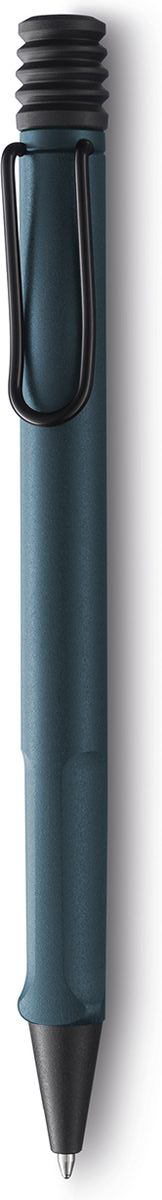 Lamy Ручка шариковая Safari цвет корпуса темно-синий синяя4031386Самая популярная линейка бренда Lamy.Корпус этой шариковой ручки выполнен из прочного ABS пластика. Эргономичный хват позволяет пальцам принять правильное положение при письме. Металлический клип на корпусе напоминает по форме канцелярскую скрепку. Пишущий узел активируется с помощью характерной кнопки-гармошки.Используется со стержнем большого объема Lamy М16.Поставляется в подарочной коробке. Дизайн: Вольфганг ФабианИстория бренда Lamy насчитывает более 80-ти лет, а его философия заключается в слогане Дизайн. Сделано в Германии. Компания получила более 100 самых престижных дизайнерских наград. Все пишущие инструменты Lamy производятся на фабрике в Гейдельберге (Германия).