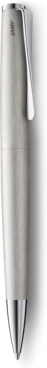 Lamy Ручка шариковая Studio цвет корпуса серебристый черная4026534Необычный клип в форме лопасти – визитная карточка модельного ряда Lamy studio. Классические линии корпуса в обрамлении хромированных деталей делают эти пишущие инструменты очень гармоничными. Слегка утолщенный корпус удобно лежит в руке. Металлический корпус с брашинг-полировкой. Нескользящий резиновый хват. Поворотный механизм активации. Шариковая ручка используется со стержнями большого объема Lamy М16.Комплектация: подарочный футляр, гарантийная карточка, буклет. Дизайн: Ханнес Веттштайн История бренда Lamy насчитывает более 80-ти лет, а его философия заключается в слогане Дизайн. Сделано в Германии. Компания получила более 100 самых престижных дизайнерских наград. Все пишущие инструменты Lamy производятся на фабрике в Гейдельберге (Германия).