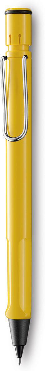 Lamy Карандаш механический Safari цвет желтый4000747Самая популярная линейка бренда Lamy. Корпус этого автоматического карандаша выполнен из прочного ABS пластика. Эргономичный хват позволяет пальцам принять правильное положение при письме. Металлический клип на корпусе напоминает по форме канцелярскую скрепку. Пишущий узел активируется с помощью кнопки. Под крышкой кнопки находятся ластик и игла для чистки канала грифеля. Грифельный канал утапливается. Используется с грифелями Lamy M41 (0,5 мм) и ластиком c чистящей иглой Lamy Z18. Поставляется в подарочной коробке.Дизайн: Вольфганг Фабиан История бренда Lamy насчитывает более 80-ти лет, а его философия заключается в слогане Дизайн. Сделано в Германии. Компания получила более 100 самых престижных дизайнерских наград. Все пишущие инструменты Lamy производятся на фабрике в Гейдельберге (Германия).