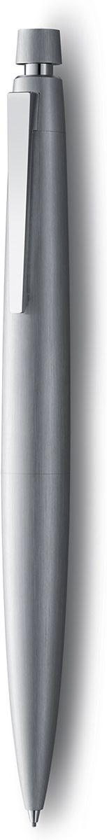 Lamy Карандаш механический 2000 цвет серебристый4029624Корпус этого карандаша – икона стиля, олицетворяющая собой дизайн Lamy. Создана в традициях школы Баухауз с ее девизом Форма следует за функцией. За создание этой ручки компания Lamy удостоена звания Бренд столетия.Lamy 2000 свободна от излишеств как в материалах, так и в дизайне: функциональность и минимализм – ее главные черты. Корпус сигарной формы удобно лежит в руке. Эта премиальная версия Lamy 2000 изготовлена из нержавеющей стали матовой брашинг-полировки. Массивный подпружиненный клип довершает лаконичный и элегантный внешний вид карандаша. Пишущий узел активируется с помощью кнопки. Под крышкой кнопки находятся ластик и игла для чистки канала грифеля. Используется с грифелями Lamy M40 (0,7 мм) и ластиком c чистящей иглой Lamy Z10. Комплектация: подарочный футляр, гарантийная карточка, буклет. Дизайн: Герд А. Мюллер История бренда Lamy насчитывает более 80-ти лет, а его философия заключается в слогане Дизайн. Сделано в Германии. Компания получила более 100 самых престижных дизайнерских наград. Все пишущие инструменты Lamy производятся на фабрике в Гейдельберге (Германия).