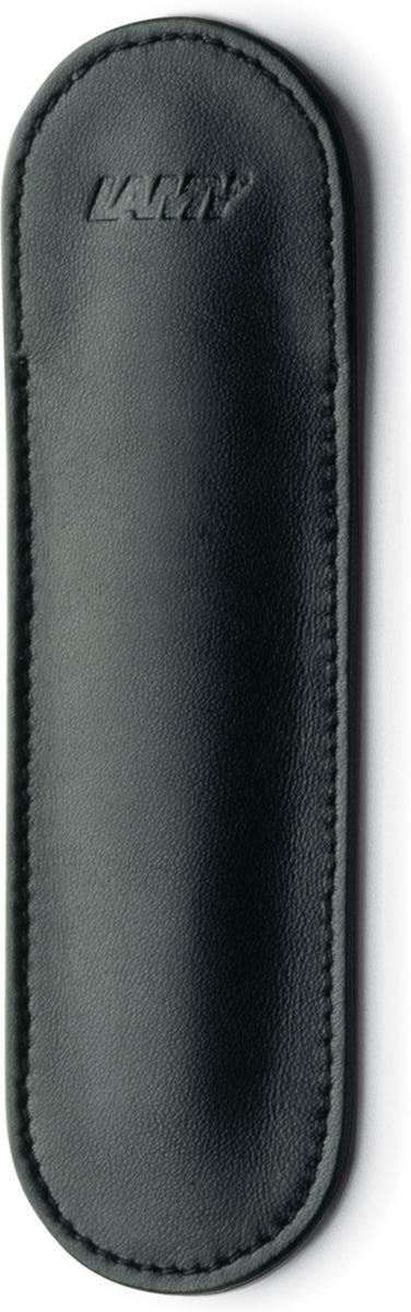 Чехол для карманной ручки Lamy pico станет прекрасной покупкой.  Чехол выполнен из натуральной кожи красного цвета.  Чехол для ручки А111 станет прекрасным подарком на любое торжество.