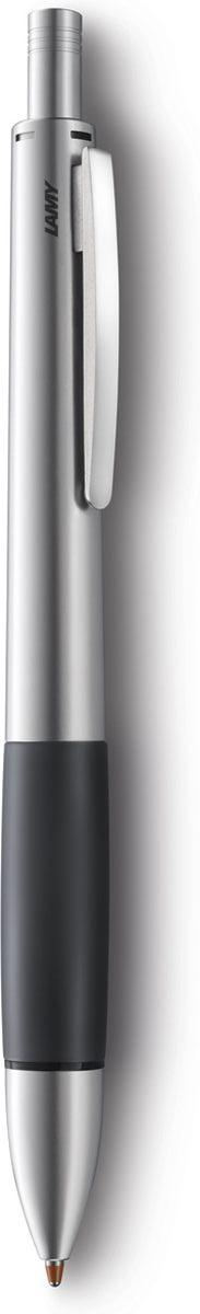 Модель Lamy accent отличается особенным решением секции хвата: ее немного утолщенная и удобная форма действительно является интересным и функциональным дизайнерским акцентом. При производстве используются высококлассные материалы. Металлический корпус с резиновым нескользящим хватом и пружинным клипом. Ручка 4 в одном: шариковые стержни черного, синего и красного цветов, а также автоматический карандаш с грифелем 0,7 мм. Под крышкой кнопки активации пишущей системы находится ластик. Кнопочный механизм подачи пишущего узла. Автоматическая подача нужного стержня согласно цветовой индикации. Сбоку корпуса находится кнопка сброса пишущей системы. Используется со стержнями Lamy M21, грифелями Lamy M40 и ластиком Lamy Z15. Комплектация: подарочный футляр, гарантийная карточка, буклет. Дизайн: Phoenix Product Design История бренда Lamy насчитывает более 80-ти лет, а его философия заключается в слогане Дизайн. Сделано в Германии. Компания получила более 100 самых престижных дизайнерских наград. Все пишущие инструменты Lamy производятся на фабрике в Гейдельберге (Германия).