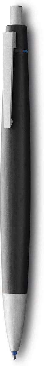 Эта ручка – икона стиля, олицетворяющая собой дизайн Lamy. Создана в традициях школы Баухауз с ее девизом Форма следует за функцией.  Lamy 2000 свободна от излишеств как в материалах, так и в дизайне: функциональность и минимализм – ее главные черты. Корпус сигарной формы удобно лежит в руке. Изготовлен из легкого и прочного поликарбоната, который позволяет соединяться деталям с эффектом бесшовности. Идеально выверен по весу и балансу, что создает невероятный комфорт при письме. Поверхности обработаны брашинг-полировкой. Массивный подпружиненный клип довершает лаконичный и элегантный внешний вид этой ручки.  4-цветная ручка со стержнями черного, синего, красного и зеленого цветов. Кнопочный механизм подачи пишущего узла. Автоматическая активации цвета согласно индикаторам на корпусе. Используется со стержнями Lamy M21. Комплектация: подарочный футляр, гарантийная карточка, буклет. Дизайн: Герд А. Мюллер История бренда Lamy насчитывает более 80-ти лет, а его философия заключается в слогане Дизайн. Сделано в Германии. Компания получила более 100 самых престижных дизайнерских наград. Все пишущие инструменты Lamy производятся на фабрике в Гейдельберге (Германия).