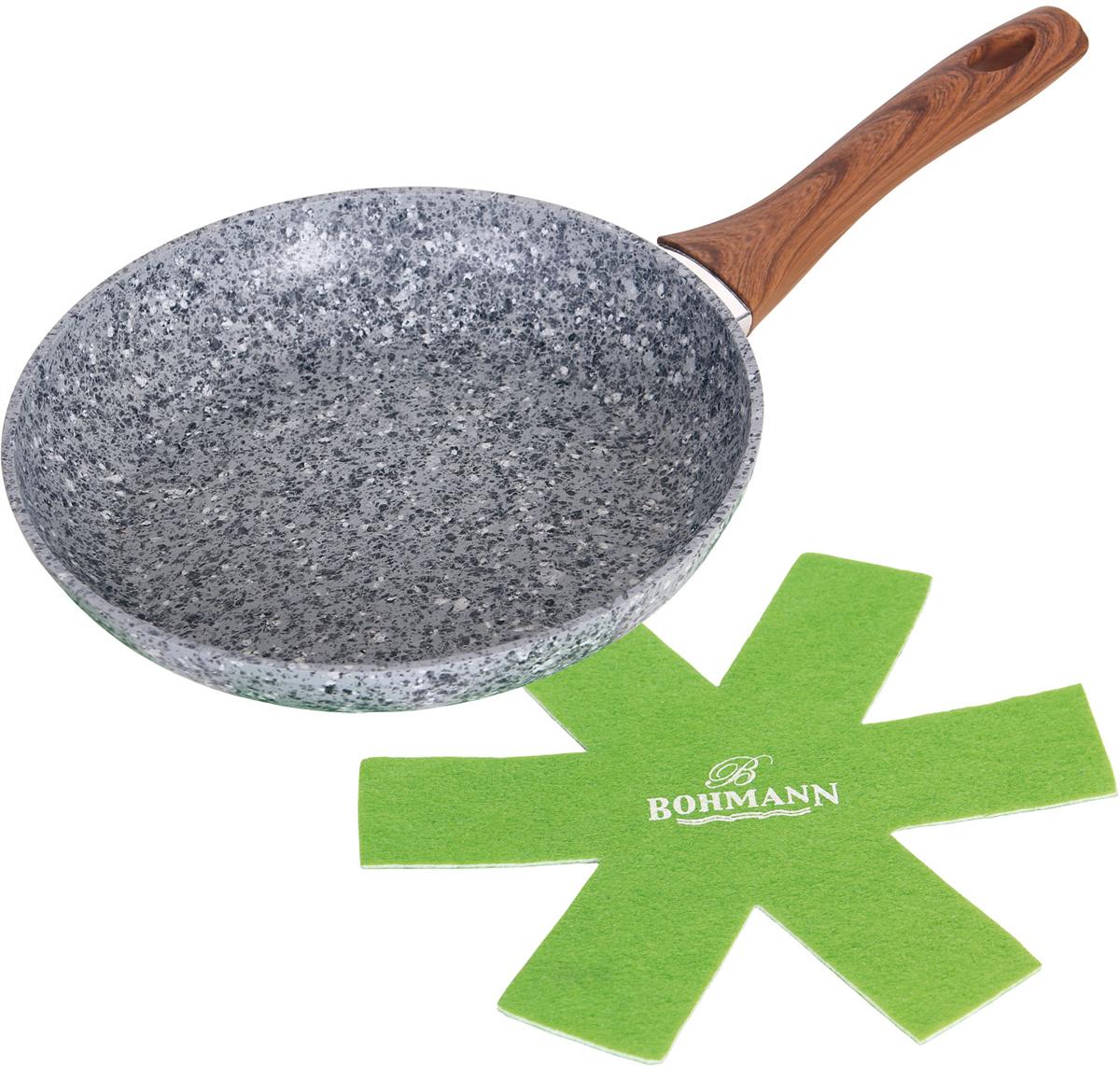 """Сковорода """"Bohmann"""" выполнена из алюминия. Сковорода имеет гранитное антипригарное покрытие, поэтому на ней можно жарить или обжаривать с небольшим количеством масла.  Нейлоновый протектор в комплекте.  Подходит для всех типов бытовых плит."""