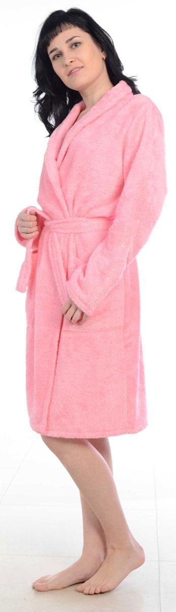 Халат женский Amo La Vita, цвет: розовый. ХМХ0105. Размер 44ХМХ0105Женский халат на запах Amo La Vita выполнен из высококачественной махровой ткани (100% хлопок), которая со временем становится еще более мягкой и не теряет своей яркости после многочисленных стирок. Модель имеет длину миди, 2 накладных кармана и пояс. Amo La Vita в переводе с итальянского означает я люблю жизнь. Чтобы эти слова стали для вас еще более актуальными, порадуйте себя мягким и уютным махровым халатом бренда Amo La Vita! Каждое изделие подарит вам непревзойденный комфорт и станет незаменимым предметом домашнего гардероба.