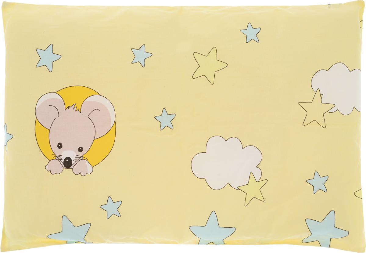 Сонный гномик Подушка детская Мышка цвет желтый 60 х 40 см555Б_желтый,мышкаМягкая тонкая подушка для детской кроватки Сонный гномик обеспечит крепкий и здоровый сон вашему малышу. Подушка имеет несъемный чехол из прочного безопасного хлопка. Хлопок - натуральный материал, обладающий высокой гигроскопичностью и воздухопроницаемостью, он будет безопасен даже для нежной кожи ребенка. Наполнитель подушки - синтепон. Синтепон гипоаллергенен, долговечен, не скатывается и превосходно пропускает воздух.Удобная подушка из безопасных материалов идеально подойдет для детской кроватки, с ней дневной и ночной сон ребенка всегда будет крепким.