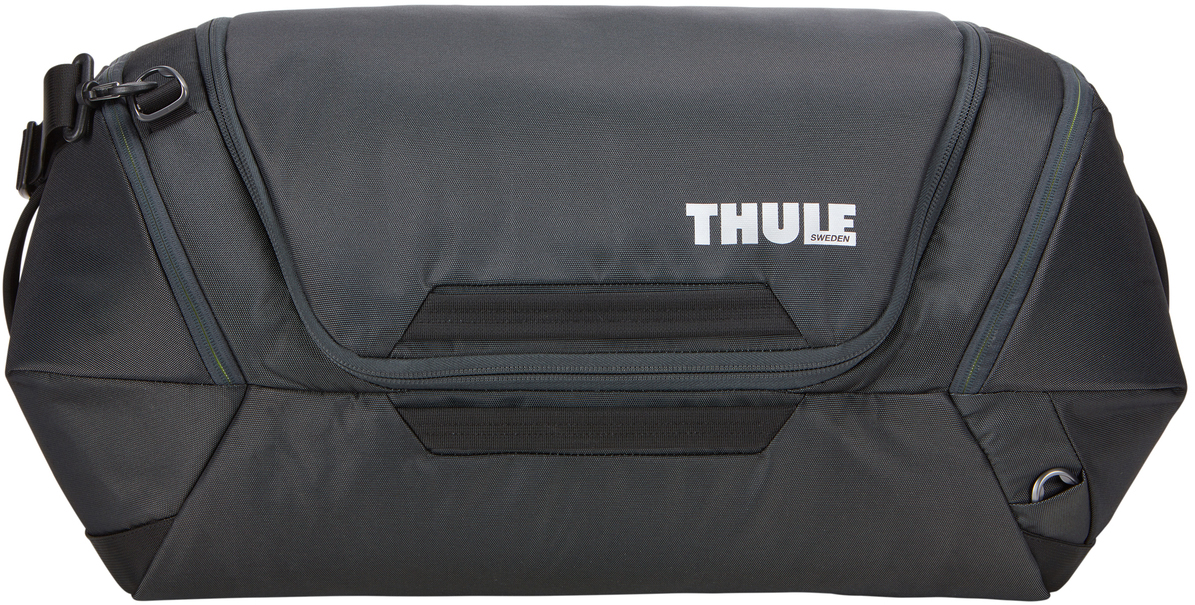 Сумка дорожная Thule Subterra Weekender Duffel, цвет: темно-серый, 60 л3203519Вместительная багажная сумка, которая пригодится как в коротких поездках, так и в длительном путешествии. Особенности: Широкое главное отделение позволяет легко упаковывать и находить вещи. Упаковывайте обувь, ботинки и другие крупные предметы отдельно во вместительные боковые карманы, которые расширяются и сжимаются. Несколько точек крепления наплечного ремня позволяют носить сумку так, как вам удобно. Внутренние стягивающие ремни надежно удерживают вещи во время путешествий. Внутренний сетчатый карман для ключей и небольших аксессуаров. Быстрый доступ к дополнительному карману через главное отделение или с внешней стороны сумки. Удобный съемный наплечный ремень с мягкой подкладкой или ручки. Чтобы открыть главное отделение, просто потяните боковые ручки. Карман для идентификационной карточки, чтобы облегчить поиск багажа.