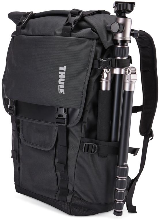 Рюкзак для фотокамеры Thule Covert DSLR Rolltop Backpack, цвет: черный3201963Многофункциональный рюкзак со сворачивающейся верхней частью для фотооборудования и личных вещей идеально подойдет для человека, увлекающегося индустриальным туризмом и городскими исследованиями. Особенности:Съемное отделение SafeZone для фотоаппарата с мягким дном двойной плотности.Регулируемое пространство и защита благодаря системе перегородок в духе оригами, которая идеально складывается как вокруг маленьких, так и вокруг больших вещей.Вмещает в себя полупрофессиональный цифровой зеркальный фотоаппарат с прикрепленным сверхширокоугольным объективом и DJI Mavic Pro (или дроны размером до 260 x 200 x 100 мм).Регулируемые отсеки (2 объектива, вспышка и аксессуары для дрона).Прочная и водостойкая двухцветная ткань Оксфорд.Эргономичная конструкция отличается идеальным сочетанием крепления и амортизации.Вмещает MacBook Pro с диагональю экрана 15 дюймов и iPad. Вместительное сворачивающееся верхнее отделение для личных вещей.Перегородка на молнии отделяет верхнее и нижнее отделения.Удобное размещение и потайные отделения для аксессуаров с быстрым доступом к ним.