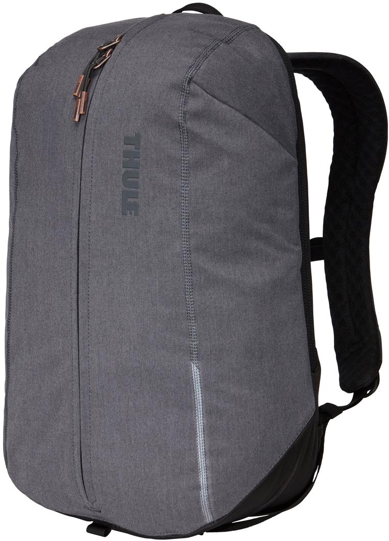 Рюкзак городской Thule Vea Backpack, цвет: серый, 17 л3203508Стильный рюкзак предназначен для перемещения между офисом и тренажерным залом, позволяя хранить вещи для занятий спортом и работыотдельно друг от друга. Особенности: Специальные накладные карманы с мягкой подкладкой для защиты MacBook с диагональю экрана 15 дюймов и планшета с диагональю экрана 10дюймов. Храните все необходимые для работы вещи в специальном отделении, предназначенном для ноутбуков, планшетов, файлов, ручек, паспортов,USB-накопителей, небольших шнуров и аксессуаров. Во внешнем потайном кармане удобно хранить телефон или легкий перекус. Просторное главное отделение имеет удобную застежку на молнии по типу спортивной сумки, благодаря чему вы можете легко класть туда всенеобходимое и так же легко его доставать. В растягивающемся внутреннем кармане можно хранить обувь или грязную одежду. Внутренние сетчатые карманы предназначены для хранения вещей, необходимых при походе в спортзал: от замка, ключей и карты доступа дорасчески и туалетных принадлежностей. Светоотражающие элементы на передней части сумки и наплечных ремнях обеспечат безопасность на дороге. Наплечные ремни рюкзака фиксируются с помощью регулируемого нагрудного ремня. Наплечные ремни с мягкой подкладкой и задняя панель с вентиляционным каналом обеспечивают комфорт при ношении рюкзака. Быстрый и удобный доступ к содержимому благодаря надежным молниям YKK с язычками с надписью Thule и фурнитурой Duraflex.