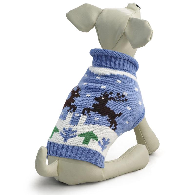 Свитер для собак Tirol Олени, цвет: голубой. Размер L12271401Теплый и оригинальный свитер с оленями - это удобный и функциональный аксессуар для собак, который просто незаменим в холодную погоду. Изделие защитит вашего питомца от ветра и согреет в непогоду. Свитер имеет стильный дизайн, а универсальный фасон не стесняет движений питомца во время прогулки. Такой свитер с модным принтом станет украшением гардероба вашего питомца. Материал: акрил. Цвет: голубой. Размер: 35 см (L).