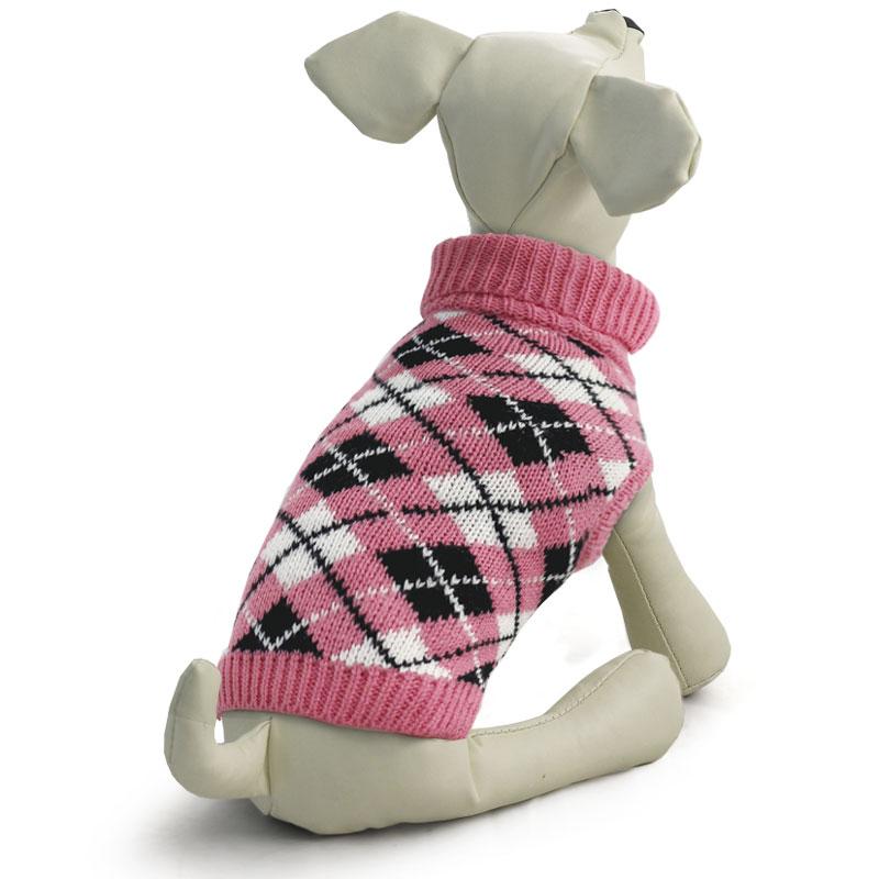 Свитер для собак Tirol Классика, цвет: розовый. Размер XL12271408Теплый и оригинальный свитер с орнаментом - это удобный и функциональный аксессуар для собак, который просто незаменим в холодную погоду. Изделие защитит вашего питомца от ветра и согреет в непогоду. Свитер имеет стильный дизайн, а универсальный фасон не стесняет движений питомца во время прогулки. Такой свитер с модным принтом станет украшением гардероба вашего питомца. Материал: акрил. Цвет: розовый. Размер: 40 см (XL).