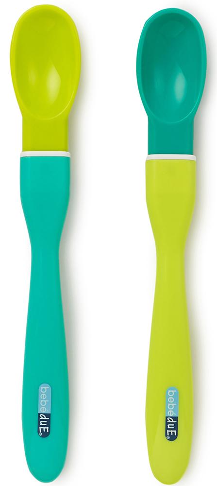 Bebe Due Набор ложечек для прикорма с 10 месяцев цвет салатовый зеленый 2 шт80154Физиологичные силиконовые ложечки идеально подходят для прикорма. Кончик ложечки мягкий, гибкий и закругленный, чтобы гарантировать безопасность детских десен, но более углубленный, чем у ложечек для начала прикорма. Удлиненная рукоятка ложечки создана для удобства родителей. Разработана таким образом, чтобы помочь ребенку получить навык и умение есть с ложечки, так как в этом возрасте ребенок еще не может правильно сжимать губы для забора пищи. Размер ложечки идеально подходит для детского рта. Плоские и мягкие края, помогают безопасно собирать излишки пищи вокруг рта, не вызвав раздражение и покраснение. Удобная ложечка для введения каш и пюре. Ложечка подходит для кормления родителями и первых самостоятельных шагов малыша. Ложечка приспособлена ко всем видам стерилизации. Незаменимый помощник. Не содержит токсичных веществ: Фталатов(резкий запах резины), Бисфенол А.Bebe Due Набор силиконовых ложечек салатовый-зеленый для прикорма с удлинённой ручкой 2 шт. в упак. 10 мес.