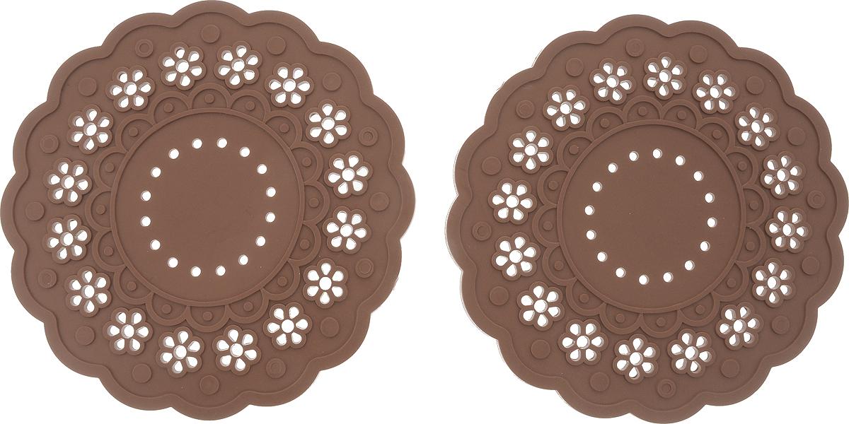 Набор подставок под горячее Доляна Затея, цвет: коричневый, 2 шт1153294_коричневыйСиликоновая подставка под горячее - практичный предмет, который обязательно пригодится в хозяйстве. Изделие поможет сберечь столы, тумбы, скатерти и клеёнки от повреждения нагретыми сковородами, кастрюлями, чайниками и тарелками. Диаметр: 15 см.