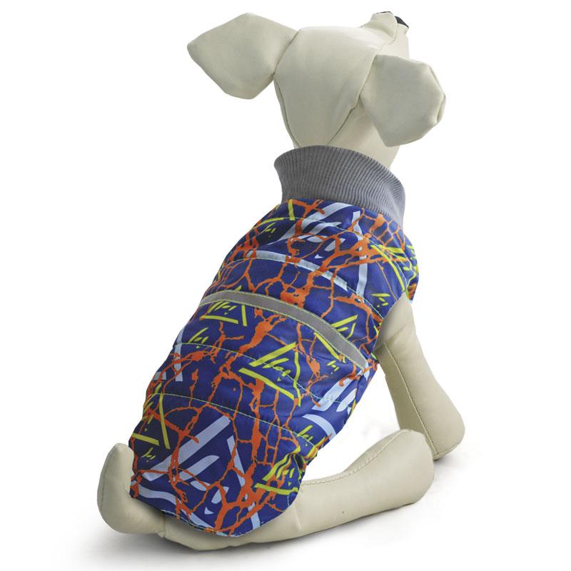 Жилет для собак Gamma, двухсторонний, унисекс, цвет: синий. Размер L12262019Стильная двухсторонняя жилетка с оригинальным принтом изготовлена из современной курточной ткани дюспо 240 PU, которая эффективно отталкивает влагу, не пропускает ветер, не боится сильных морозов и ярких солнечных лучей. Жилетка имеет мягкий эластичный воротник из трикотажа, специальную молнию с одним бегунком, застегивающуюся на обе стороны, светоотражающий элемент, а также петлю для поводка на холке и специальные вставки из резинок, что позволяет изделию плотно сидеть на собаке.