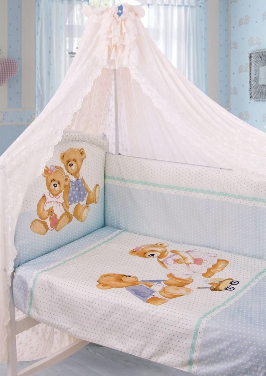 Золотой Гусь Комплект белья в кроватку Sweety Bear 7 предметов цвет голубой 60 см x 120 см175Комплект в кроватку из 7 предметов. Выполнен из хлопка (сатин). Коллекция «ВИНТАЖ». Уникальный дизайн комплекта сделает комнату малыша неповторимой. Цифровой рисунок на ткани устойчив к стирке и глажению изделия. В комплект входит: Балдахин из гипюра с винтажной брошью на бархатной ленточке, одеяло, пододеяльник на молнии декорирован печатным рисунком , подушка, наволочка, бампер из 4-х частей с завязками (чехол на молнии) декорирован рисунком и бантиками, простыня на резинке непромокаемая. Фирменная крафт-коробка служит достойным оформлением комплекта. Рекомендован на детскую кроватку 120х60