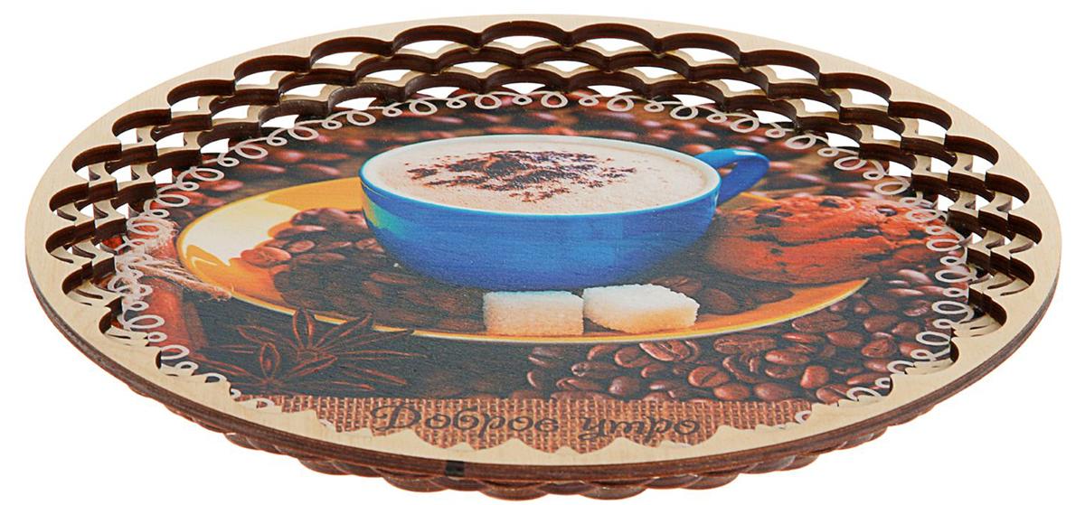 Поднос Sima-Land Доброе утро, 25 х 25 х 2 см1842727Такой сувенир — отличный домашний помощник и чудесный подарок. Благодаря яркому рисунку и милому пожеланию кухонный аксессуар легко украсит интерьер. На Поднос Sima-Landе удобно перемещать кружки, блюда, тарелки с печеньем.