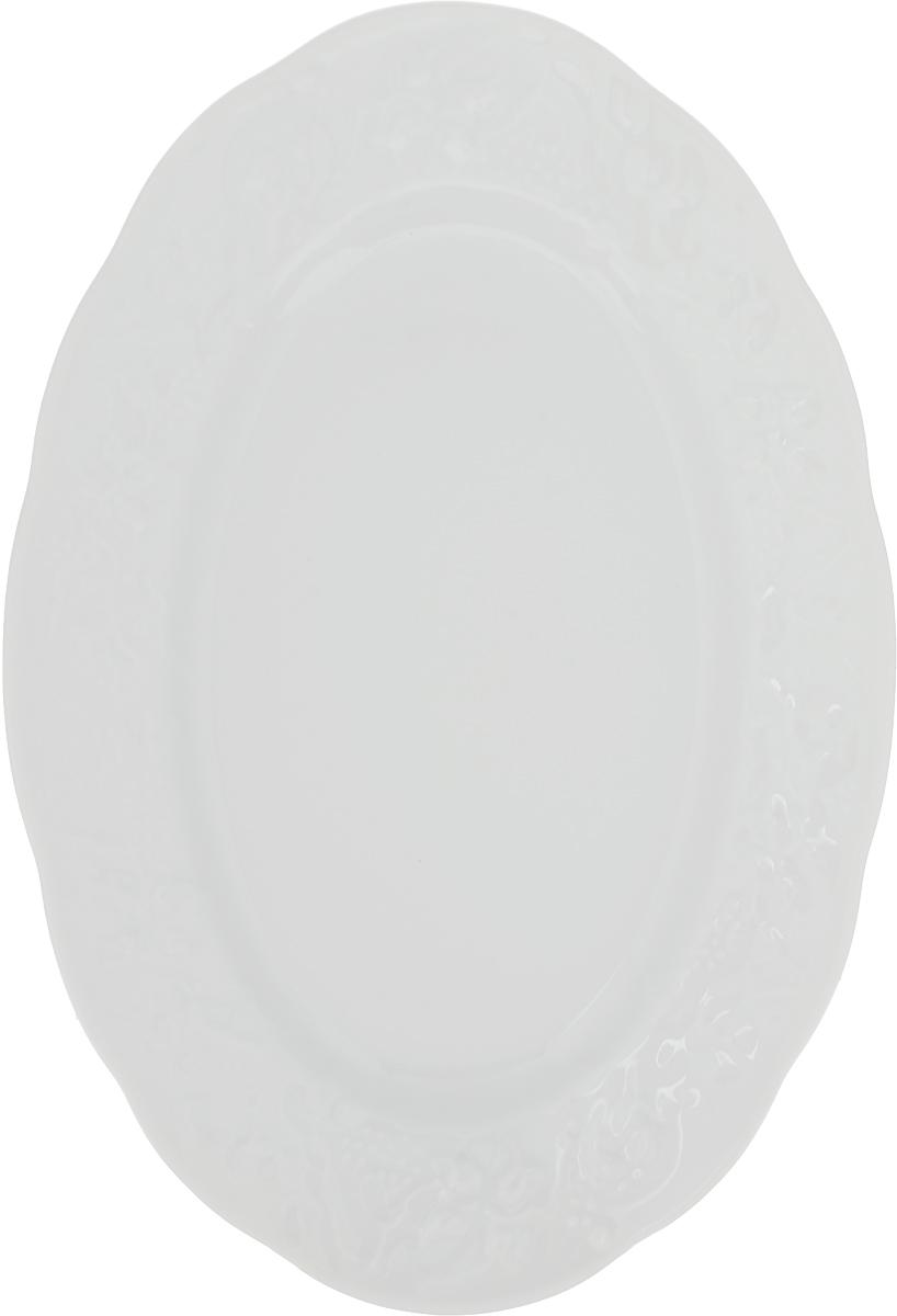 """Овальное блюдо La Rose Des Sables """"Vendanges"""" - прекрасное дополнение праздничного стола. Изделие выполнено из высококачественного фарфора и по кромке оформлено изысканным орнаментом.  Фарфор марки """"La Rose Des Sables"""" изготавливается из уникальной белой глины, которая добывается во Франции, в знаменитой провинции Лимож. Особые свойства этой глины, открытые еще в 18 веке, позволяют создать удивительно тонкую, легкую и при этом прочную посуду.  Лиможский фарфор известен по всему миру. Это символ утонченности, аристократизма и знак высокого вкуса. Продукция импортируется в европейские страны и производится под брендом """"La Rose des Sables"""", что в переводе означает """"Роза песков"""". Преимущества этого фарфора заключаются в устойчивости к сколам и трещинам, что возможно благодаря двойному термическому обжигу.  Посуда имеет маркировку """"Pate de Limoges"""", подтверждающую, что сырье для ее изготовления добыто именно в провинции Лимож, а качество соответствует европейским стандартам. Производство расположено в Тунисе.  Коллекции бренда """"La Rose Des Sables"""" самые разнообразные, от изделий в лаконичном и современном дизайне - отличный выбор на каждый день, до роскошной посуды с позолотой - для особого случая и праздничной сервировки стола."""