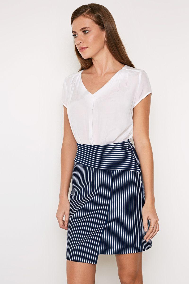 Блузка женская Concept Club Meggi, цвет: белый. 10200270153_200. Размер XL (50)10200270153_200Стильная блузка, выполненная из 100% вискозы, отлично дополнит ваш образ. Модель свободного кроя с короткими рукавами и V-образным вырезом горловины.