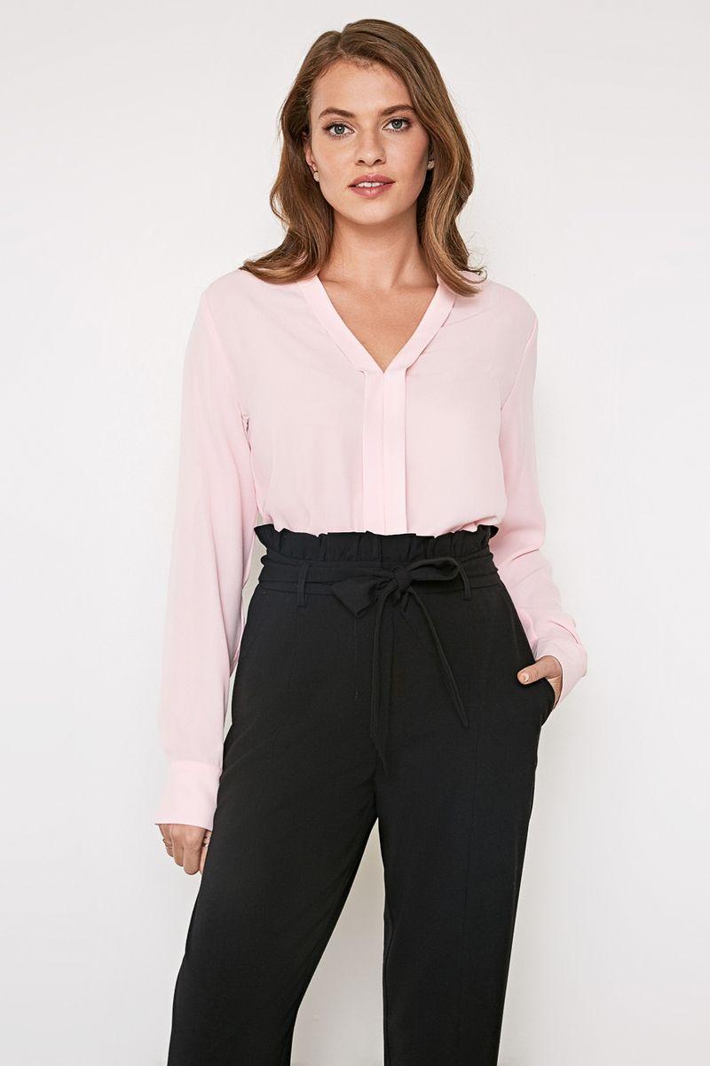 Блузка женская Concept Club Creek, цвет: светло-розовый. 10200260213_3400. Размер XS (42)10200260213_3400Стильная блузка, выполненная из 100% полиэстера, отлично дополнит ваш образ. Модель прямого кроя с длинными рукавами и V-образным вырезом горловины.