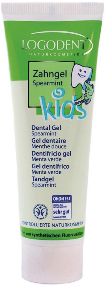 Logodent Детский зубной гель Мята, 50 мл00825Бережно ухаживает за детскими зубками. Детский зубной гель с мягким ароматом мяты идеально подходит для ежедневного ухода за молочными, постоянными зубами и деснами. Минеральные частички особенно мягко удаляют зубной налет. Входящее в состав апельсиновое масло успокаивает и укрепляет десны, экстракт мирры, эхинацеи и ромашки снимает воспаление, оказывает бактерицидное действие, экстракт гамамелиса обладает успокаивающим, увлажняющим и смягчающим действием. Детский зубной гель содержит только натуральные компоненты и безопасен при проглатывании. Натуральность продукта подтверждена международным сертификатом BDIH. Не содержит SLS и другие продукты переработки нефтехимии. Не содержат фтористых соединений.