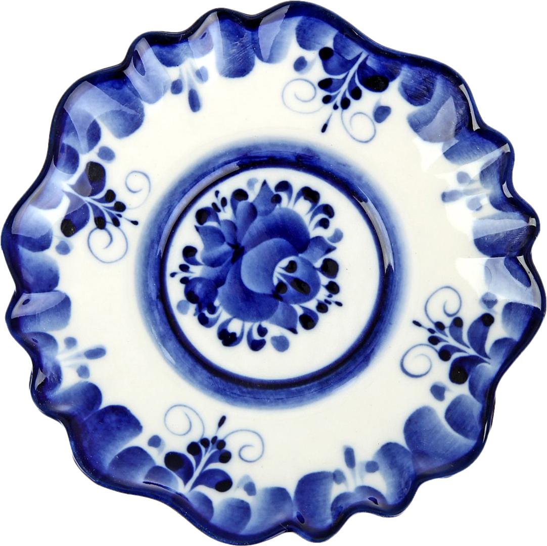 Блюдце Sima-Land Цветок. Гжель, диаметр 14 см696894Очаруйте ваших гостей красотой, украсив стол посудой в технике Гжель. Она изготовлена вручную и декорирована авторской росписью. Такое изделие станет прекрасным и изящным нарядом в интерьере кухни у любой хозяйки.Употреблять пищу из такой посуды — одно удовольствие. Говорят, что даже мясо и рыба приобретают необычайный приятный вкус, а чаепитие превращается в традиционную русскую чайную церемонию.Гжель словно вобрала в себя красоту русской зимы: белизну снега, твердость льда, сияние инея, вычурность морозных узоров, синеву неба в ясные дни.Высокохудожественные изделия привнесут в Ваш дом особое настроение и станут незабываемым подарком.