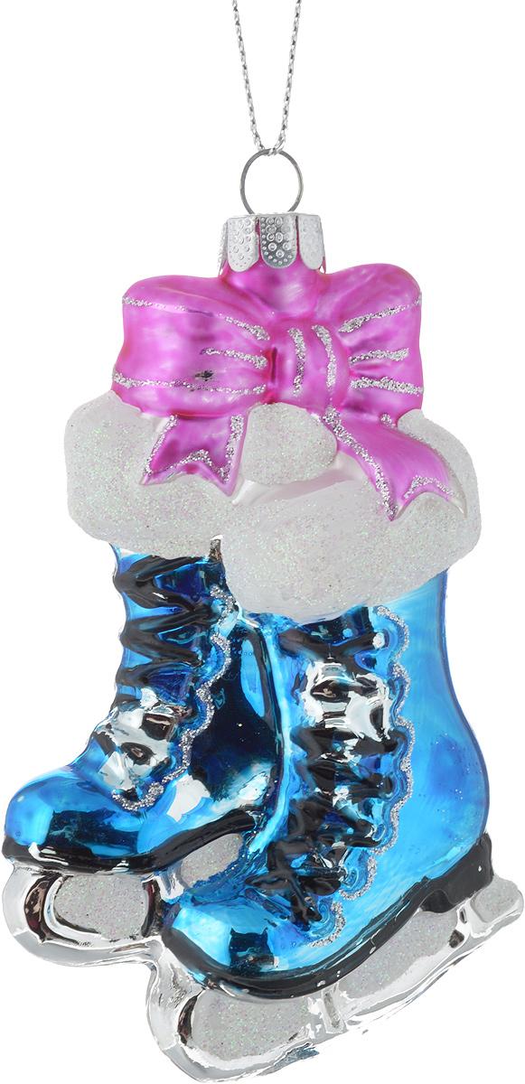 Новогоднее украшение для интерьера Erich Krause Коньки с подарками, цвет: синий, 10 см38635_синийЯркие и нарядные коньки выполнены из стекла.Новогодние украшения всегда несут в себе волшебство и красоту праздника. Создайте в своем доме атмосферу тепла, веселья и радости, украшая его всей семьей.