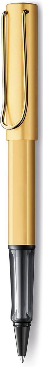 Ручка-роллер Lux из самой популярной линейки бренда Lamy.  Ручка выполнена из из анодированного алюминия.  На ручке есть металлический клип, который своим внешним видом напоминает скрепку.  Заглушки на корпусе и колпачке, а также клип покрыты ценным рутением. Имеется лазерная гравировка.  Ручка идеального размера, что позволяет принять правильное положение пальцев на письме.  В ручке-роллере используется стержень Lamy М63. Цвет пасты - черный.  Ручка упакована в подарочную коробку.