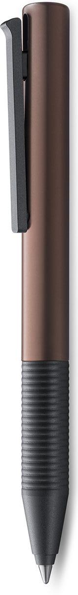 Lamy Tipo Ручка-роллер 339 M66 черная цвет корпуса коричневый4030964LAMY tipo (339) Быстрый клип Чернильный роллер без колпачка. Пишет мягко и почти без нажима - подобно перьевой ручке, но прост в обращении, как шариковая, т.к. при письме чернила подаются на бумагу с помощью шарика на конце стержня. Быстро приводится в готовность к письму благодаря уникальному механизму активации с помощью клипа. Корпус из анодированного алюминия. Детали – из черного матового пластика. Используется со стержнем LAMY M66Поставляется в подарочной коробке. Дизайн: Вольфганг Фабиан История бренда Lamy насчитывает более 80-ти лет, а его философия заключается в слогане Дизайн. Сделано в Германии. Компания получила более 100 самых престижных дизайнерских наград. Все пишущие инструменты Lamy производятся на фабрике в Гейдельберге (Германия).
