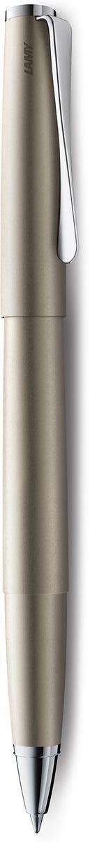 Lamy Studio Ручка-роллер 368 M63 черная цвет корпуса палладий437XB-9Необычный клип в форме лопасти – визитная карточка модельного ряда LAMY studio. Классические линии корпуса в обрамлении хромированных деталей делают эти пишущие инструменты очень гармоничными. Слегка утолщенный корпус удобно лежит в руке. Металлические корпус и колпачок. Покрытие корпуса – ценный палладий, который не тускнеет со временем. Чернильный роллер пишет мягко и почти без нажима - подобно перьевой ручке, но прост в обращении, как шариковая, т.к. при письме чернила подаются на бумагу с помощью шарика на конце стержня. Используется со стержнями LAMY М63. Комплектация: подарочный футляр, гарантийная карточка, буклет. Дизайн: Ханнес Веттштайн История бренда LAMY насчитывает более 80-ти лет, а его философия заключается в слогане Дизайн. Сделано в Германии. Компания получила более 100 самых престижных дизайнерских наград. Все пишущие инструменты LAMY производятся на фабрике в Гейдельберге (Германия).