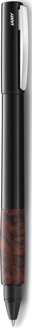 LAMY accent бриар (398) Модель LAMY accent отличается особенным решением секции хвата: ее немного утолщенная и удобная форма действительно является интересным и функциональным дизайнерским акцентом. При производстве используются высококлассные материалы. Навинчивающийся колпачок имеет подпружиненный клип. Корпус покрыт семью слоями черного лака бриллиантовой полировки. Хват изготовлен из ценной древесины бриара (корня вереска). Чернильный роллер пишет мягко и почти без нажима - подобно перьевой ручке, но прост в обращении, как шариковая, т.к. при письме чернила подаются на бумагу с помощью шарика на конце стержня. Используется со стержнями LAMY М63. Комплектация: подарочный футляр, гарантийная карточка, буклет. Дизайн: Phoenix Product Design История бренда LAMY насчитывает более 80-ти лет, а его философия заключается в слогане Дизайн. Сделано в Германии. Компания получила более 100 самых престижных дизайнерских наград. Все пишущие инструменты LAMY производятся на фабрике в Гейдельберге (Германия).